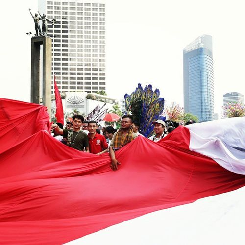 20 oct edition Gigantic Redwhite Indonesian Flag at Hotelindonesia Roundabout Jokowi the New President