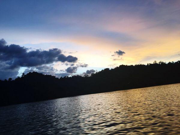 Sunset In Dam On Boat Silent And Beautiful Chunsumonpics