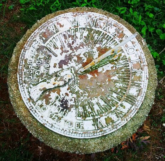 Time Sundial Moss Outside Summer Faded Capture Keepsonticking Time Myeyes