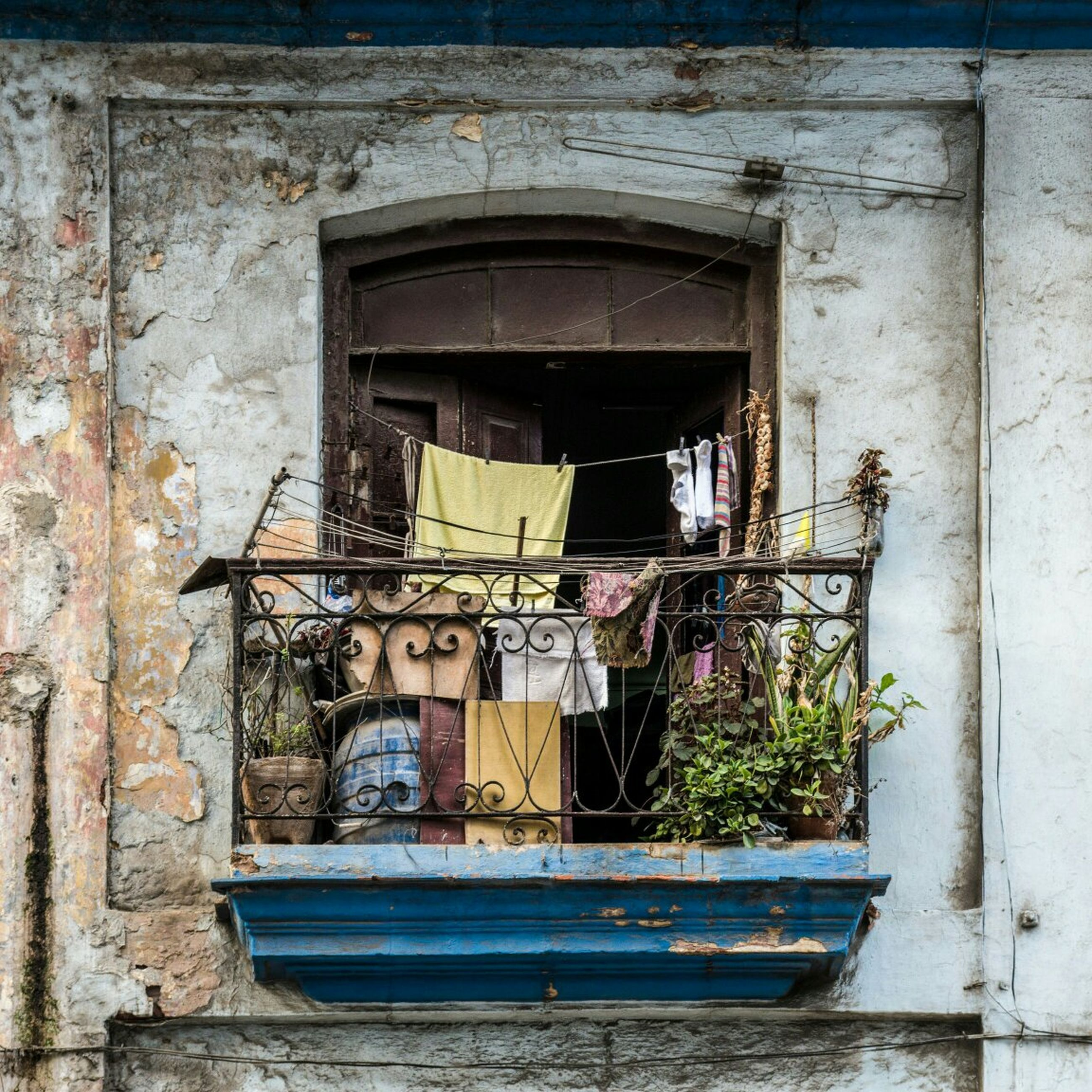 architecture, building exterior, built structure, old, window, abandoned, damaged, obsolete, weathered, run-down, house, deterioration, door, residential structure, building, bad condition, residential building, day, outdoors, closed