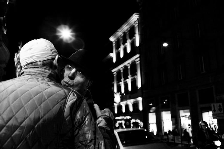Black And White City Life Kiss Night Rome Streetphoto_bw Travel Destinations Up Close Street Photography