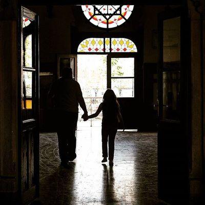 Açılan kapılarda ışığa doğru yürürken güvendiginiz ellerde tutmak insan için dünyalara değer. Taskinmiseist Taskinmisephotographer Ig_taskinmise Ig_taskin_mise bytaskinmisehouse bytaskinmise istanbul taskinmiseist taskin ig_taskin_mise bytaskinmisehouse bytaskinmise taşkınmişe bytaşkın