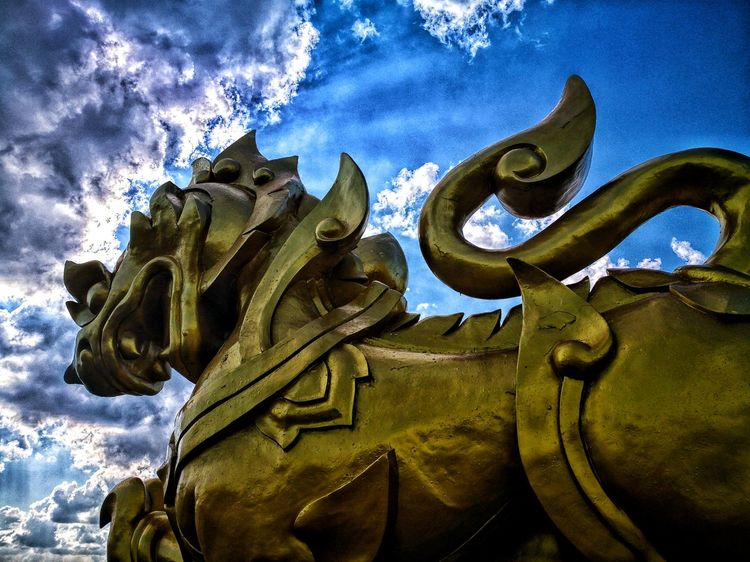 Sculpture Singha Singhapark Sky
