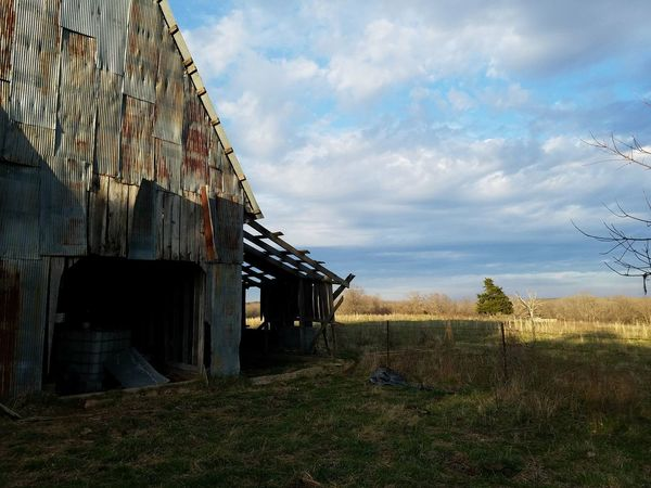 Barn Barnwood Sky Sky And Clouds Hayfield Chilhoodmemories Landscape Missouri Missouri Ozarks, USA 💥💖 Old Buildings Family Farm Angus Cattle Sky Grass Architecture Cloud - Sky Building Exterior Built Structure Farmland Barbed Wire Farm Agricultural Field Agriculture Fence