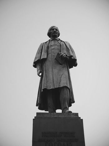 Statue Day Only Men Sky One Man Only Architecture Eyeemphotography Silhouette Outdoors Moscow, Russia Russia EyeEm Selects Beautiful ♥ View Beauty Russland Denkmal Gogol НиколайВасильевичГоголь
