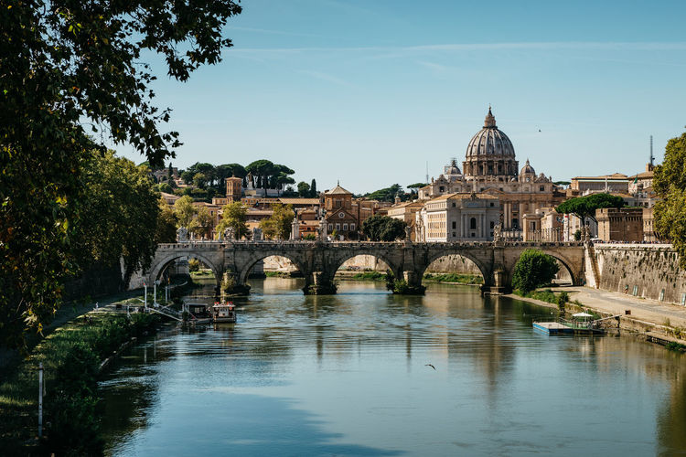 River Tiber, Umberto bridge, Basilica San Pietro, Rome, Roma, Italy, Europe VaticanCity Vatican Basilica Rome San Pietro In Vaticano Arch Bridge Architecture Bridge Bridge - Man Made Structure Building Building Exterior Built Structure Connection History No People Outdoors River Rome Italy Sky Tide Travel Travel Destinations Tree Umberto Bridge Water