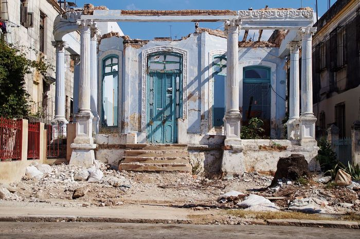 Architecture Built Structure Abandoned Building Exterior No People Day Outdoors Sky Travel Destinations Havanna, Cuba Cuba Havana Street Photography History The Street Photographer - 2017 EyeEm Awards The Architect - 2017 EyeEm Awards