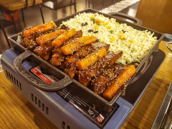 Electric heating furnace with rice cake and cheese ribs. Cheese! Cooking Cooking Utensils Electric Stove Indoors  Ribs Rice Rice Cakes Snacks Staple Food. Food Food And Drink Meat Freshness Ready-to-eat Indoors  No People Close-up Healthy Eating Plate Meal Barbecue Focus On Foreground Wellbeing High Angle View Table Tray Still Life Vegetable Snack Dinner Rib Japanese Food