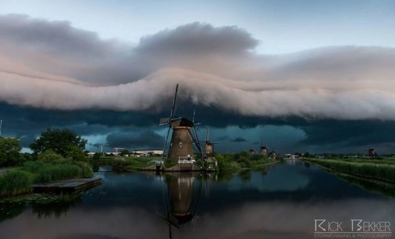 Made by Rick Bekker Storm Chaser Storm Chasing Most Beautiful Sky Asome Must See Befor You Die Dutch Countyside Dutch Landscape Dutch Nature Dutch Skies Not Mine Photo Not Mine But I Love It Anyway Not Mine Bestoftheday Eyem Best Shots Nature_collection Eyem Masterclass The Great Outdoors - 2016 EyeEm Awards Eyemcaptured Best Foto Living The Moment Borrowedphoto Borrowed Picture fames foto taken by Rick Bekker Front Page Newspaper Greatest_shots Kinderdijk