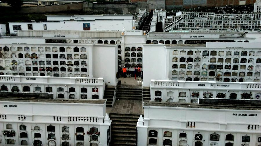 Graveyard Ecuadorpotenciaturistica