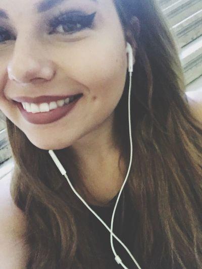 Young Women Front View Medium-length Hair Waitingformom Kisses❌⭕❌⭕ 😚 Lifestyles