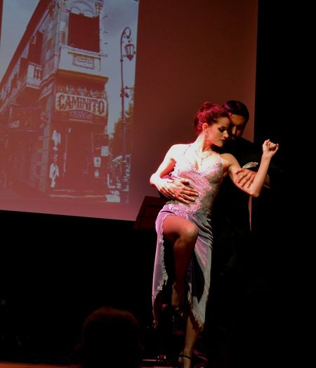 Costumbres argentinas Great Performance Being Dramatic Tango Dancers Lovers Acting Observing Caminito La Boca