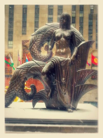 Rockefeller Center A Summer Statue In Winter Seeing The Sights Neighborhood Map Rockefeller Center, NYC