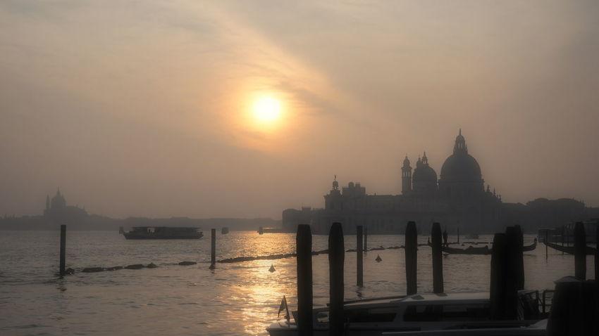 Gondole Laguna Di Venezia  Pier Venice, Italy Backlighting Photography Foggy Day Foggy Sunday Gondoliere San Marco Venezia Sea Silohuette Venezia Italia