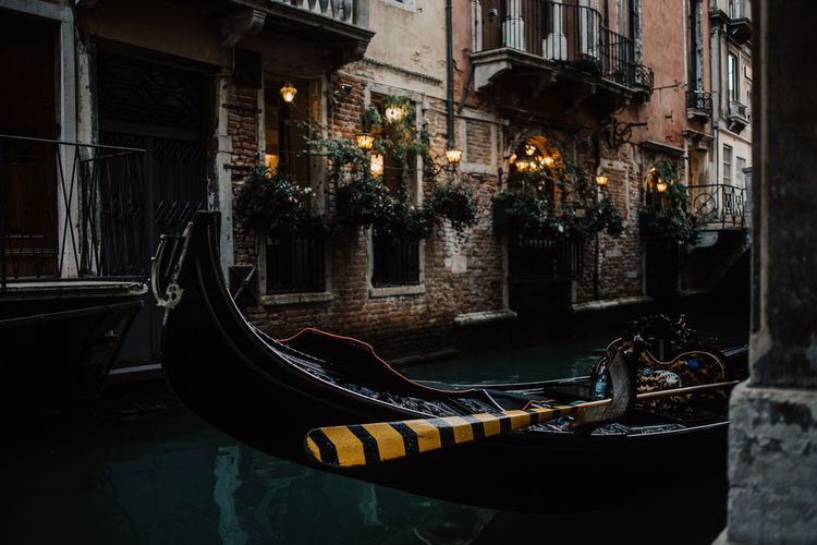 Gondola at Venice Italy Gasse Romantic Venedig Gondeln Venezia Alley Boat Building Exterior Canal Gondola - Traditional Boat Historical Illuminated Italy Moody No People Old Paddle Shabby Chic Travel Destinations Venice Vintage Water