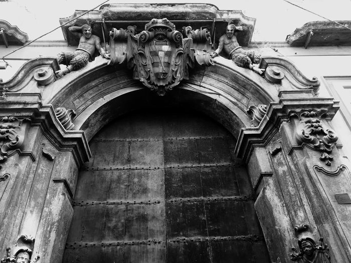 Facade Ornaments Personal Perspective Architecture History Old Town Historic Travel Destinations Focus On Foreground Selective Focus Outdoors Naples Palazzo Carafa Della Spina