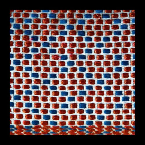 Dans le blanc, douze tâches de rouge entourées de douze tâches de bleu. Tissage Weave Red Bleu Rouge Blue EyeEmBestPics EyeEm Best Shots EyeEmbestshots Art, Drawing, Creativity