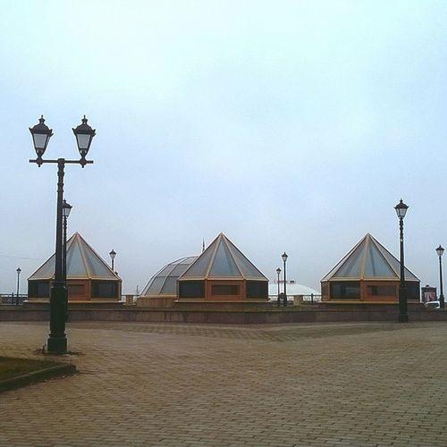 Ассоциации с пирамидой Лувра🗼 Никогда раньше не обращала на них внимание..👀 серыебудни находкадня Kazan
