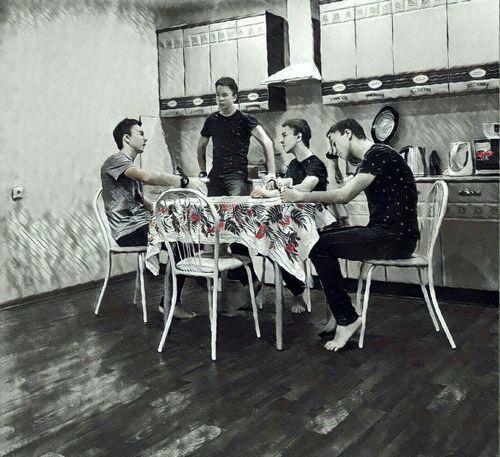 Одиночество Medium Group Of People Full Length Indoors  Real People Adults Only Togetherness Men People Table Young Women Young Adult Adult Day одиночествовнутрисебя Вечерний Новосибирск я Одиночество друзья кухня