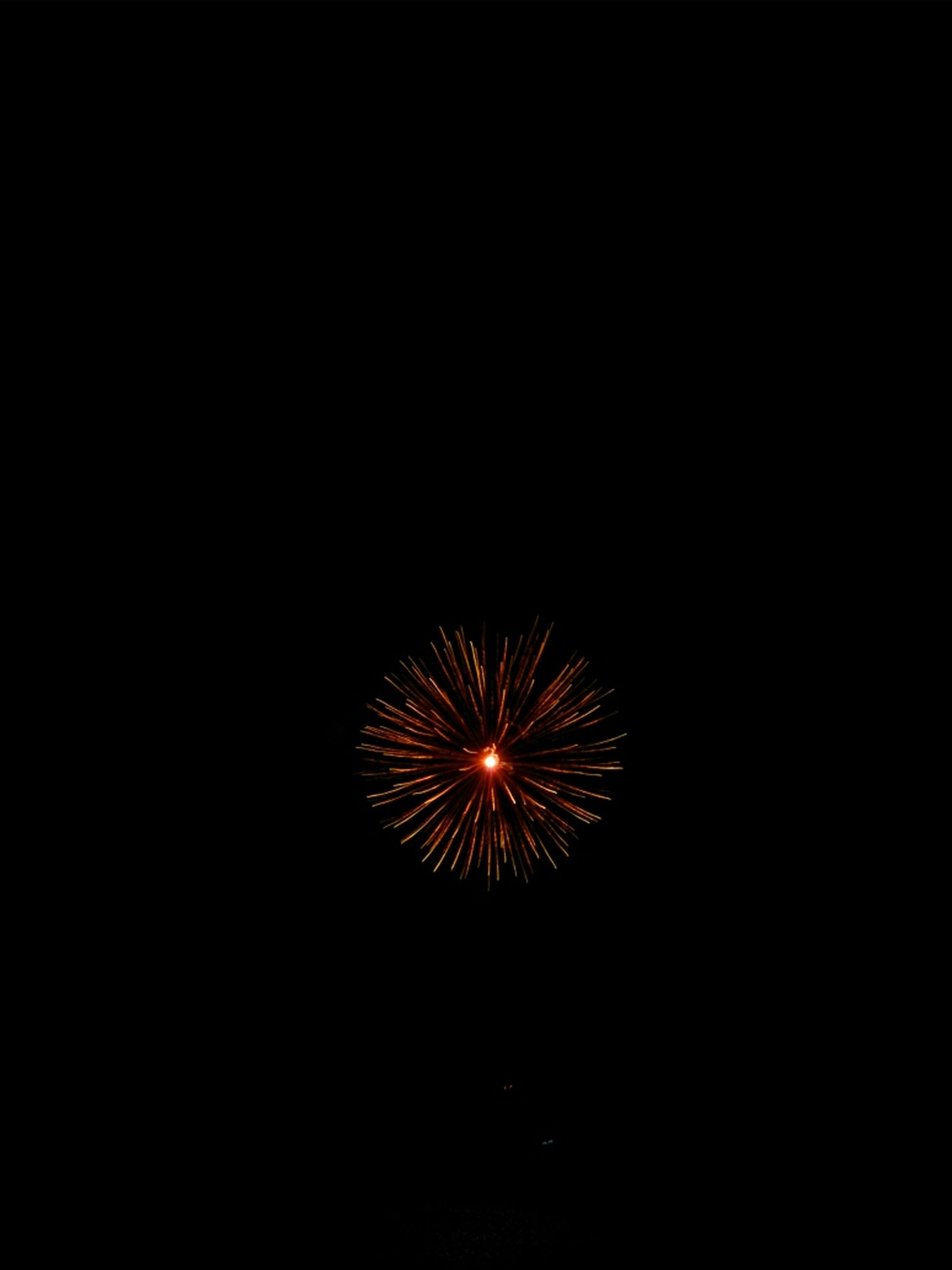 night, illuminated, firework display, glowing, celebration, long exposure, exploding, firework - man made object, motion, low angle view, arts culture and entertainment, copy space, sparks, event, fire - natural phenomenon, blurred motion, dark, firework, entertainment, sky