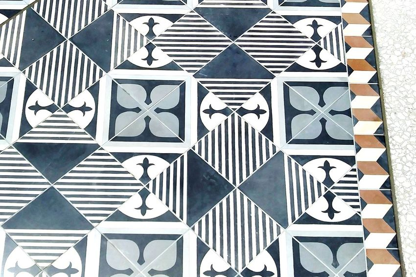 Diagonal Symmetry Horizontal Symmetry Vertical Symmetry Perception Shadow And Light Shadows And Sunlight Streetphotography Modern Mypointofview Design Design Element Pattern Symmetry Symmetrical Tile Tiled Floor Tile Work Tiles Textures Architecture Geometric Shape In A Row Mobility In Mega Cities