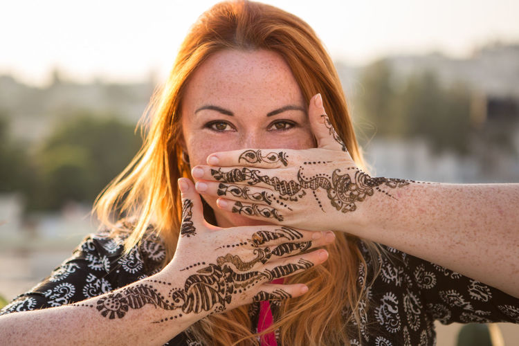 DONT SPEAK Hands India Indian Red Head Redhead Tradition Woman Beautiful Woman Freckles Freckleseverywhere Happiness Henna Henna Art Henna Design Henna Tattoo Hennatattoo Long Hair Looking At Camera One Person Real People Red Hair Traveler Traveling India Woman Traveler #FREIHEITBERLIN The Traveler - 2018 EyeEm Awards