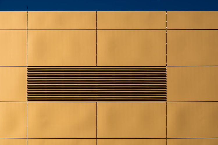Architecture_collection Façade Golden Grid Aircondition Architectural Detail Architecture Architecturelovers Backgrounds Building Exterior Close-up Day Full Frame Geometric Shape Gold Colored LINE Minimalism Minimalistic No People Outdoors Pattern Trellis Colour Your Horizn
