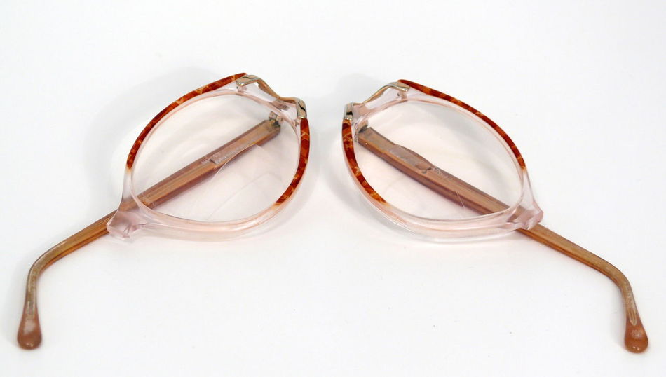 Brille Brillengestell Broken Broken Glass Close-up Day Eyeglasses  Fashion Frame Glasses Indoors  No People Spectacle Frame Still Life White Background Zerbrochen