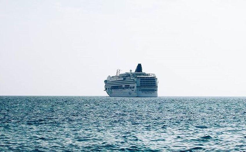 🚤 ялта Крым лето Море солнце пляж отдых Лайнер изархива черноеморе Yalta Crimea Summer Sea Sun Beach Vacation Ship Archive Blacksea VSCO Vscocam