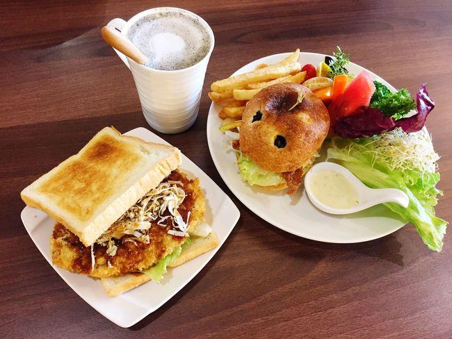 早午餐 炸豬排 三明治 薯條 水果沙拉 芝麻牛奶