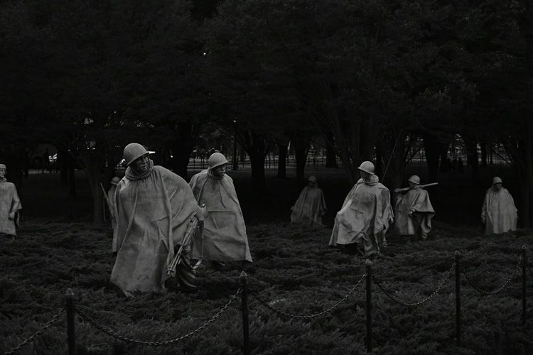 The statues seem to come alive here Historical Sights Koreanwar Monochrome Blackandwhite Photography Sightseeing Washington DC Tourists Taking Photos