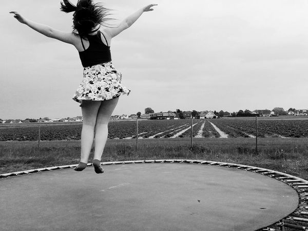 my cousin Taking Photos Enjoying Life Hello World Black & White Beautyful Girl Having A Good Time Beauty Schwarz Weiß ♥ Schwarz Weiß :) Black And White Collection  Schwarz Und Weiß 2016 Landschaft Having Fun Having Fun :) Beauty In Nature Hanging Out Black And White Mädchen Girl ♥ Flying Freedom Free Cute