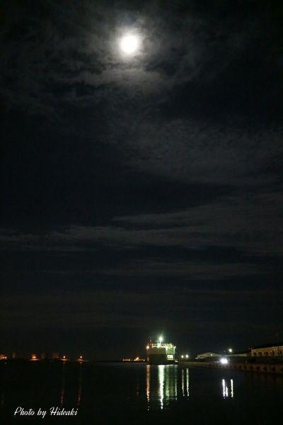 立待月 月明かり 月 Moon 海 船 港
