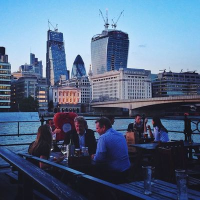 Afterwork #drinks on Southbank ????? #london Gi_uk Igers_london Drinks Ig_england London Ic_cities_london Ig_london Vscocam Aauk Gang_family Capture_today Gherkin Loveyoursummer Londonpop Mashpics WalkieTalkie Top_masters Allshots_ From_city London_only Pro_shooters Gf_uk Alan_in_london Love_ Insta_london Cheesegratter Thisislondon