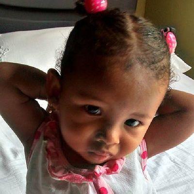 That face it's so ???? cute Look how she's got her hands jajaja she's wonderful baby I Lov U niece ???