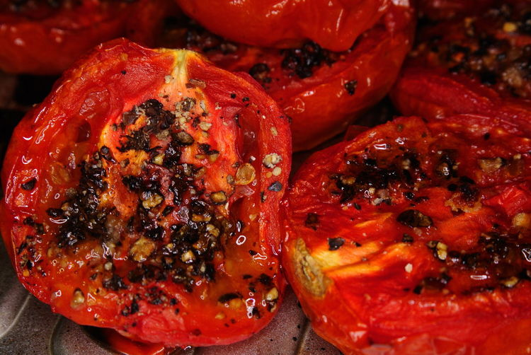 Close-up of roasted tomatoes with black peppercorn
