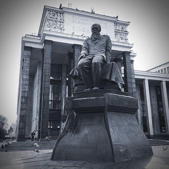 B/w Statue Library Russia