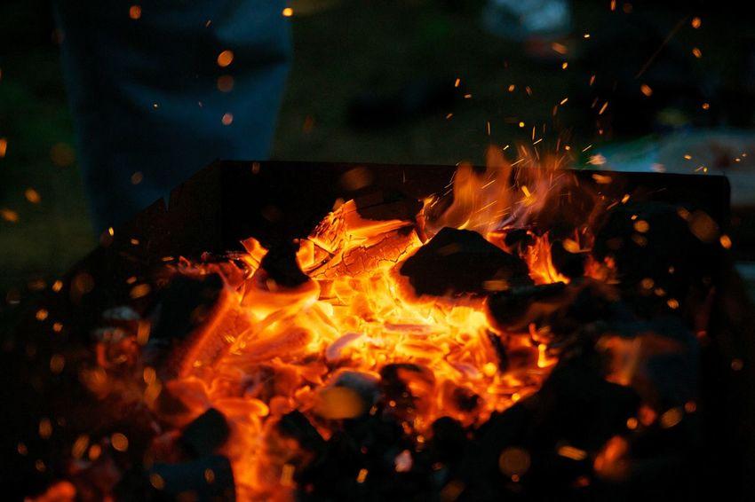 огонь пламя уголь языки пламяни Hot Fire Flame Fire - Natural Phenomenon No People Night Orange Color Heat - Temperature Burning Nature Outdoors