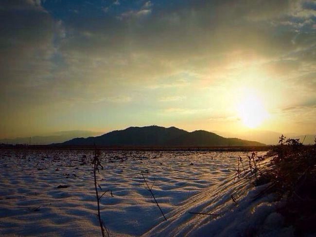 滋賀に弾丸で遊びに行った時!朝陽が雪に反射して綺麗でした。 Snow 2013 Japan Trip