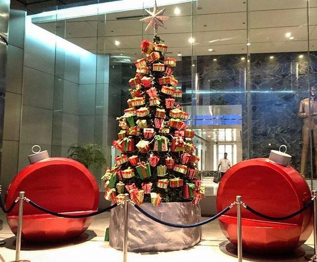 11/12/2015 Rcbc Rcbcplaza Yuletide2015 Christmas2015 merrychristmas itschristmastime christmastree @rcbcplaza @rcbc
