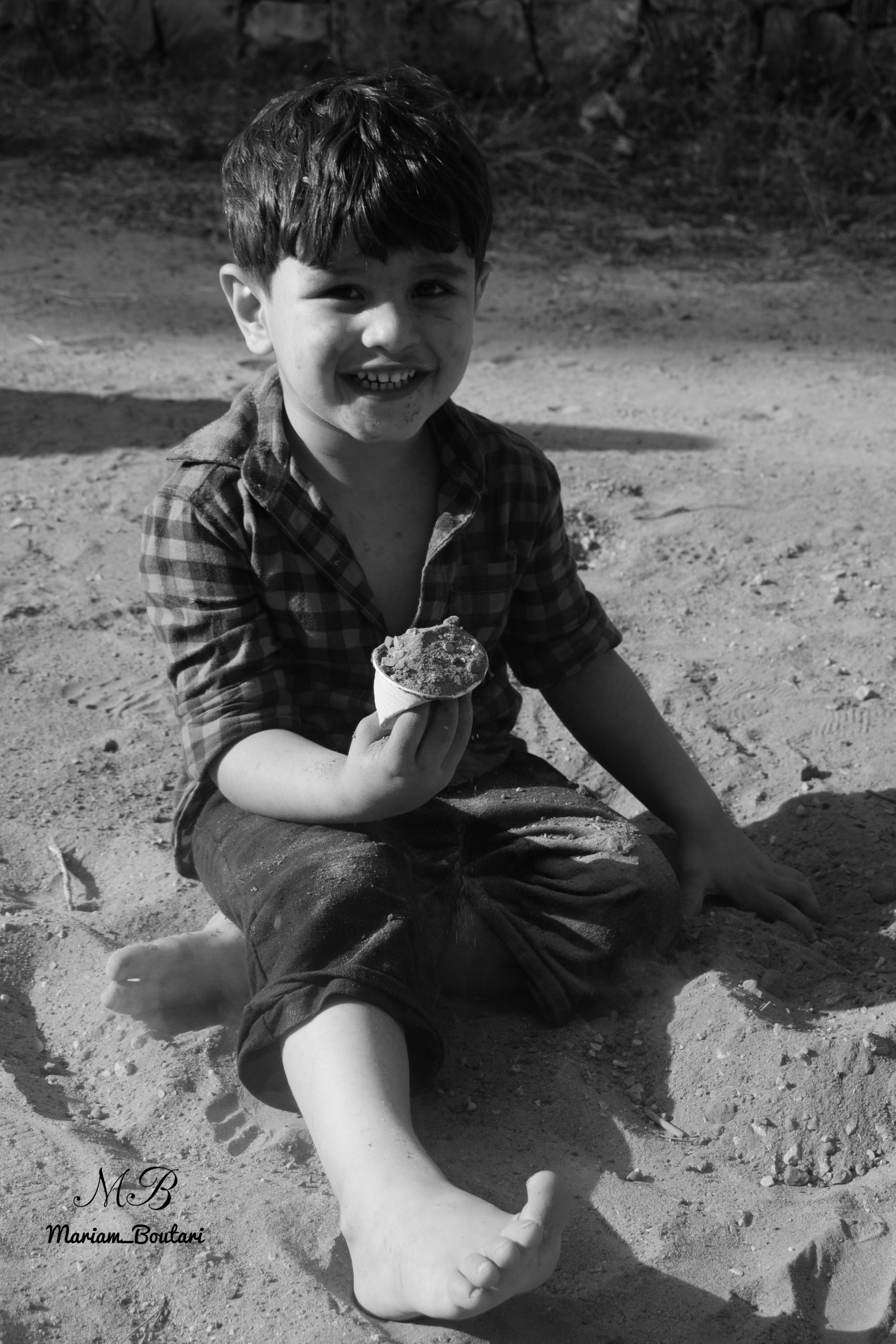 child, childhood, one person, full length, boys, men, real people, males, day, smiling, leisure activity, casual clothing, front view, lifestyles, sitting, land, emotion, happiness, outdoors, innocence