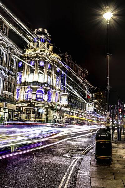 London by night... LONDON❤ London Nightphotography Citynight Citynightlife Citynightview Londonbynight Londonlife Londonlongexposure Nightphotography Nightlights