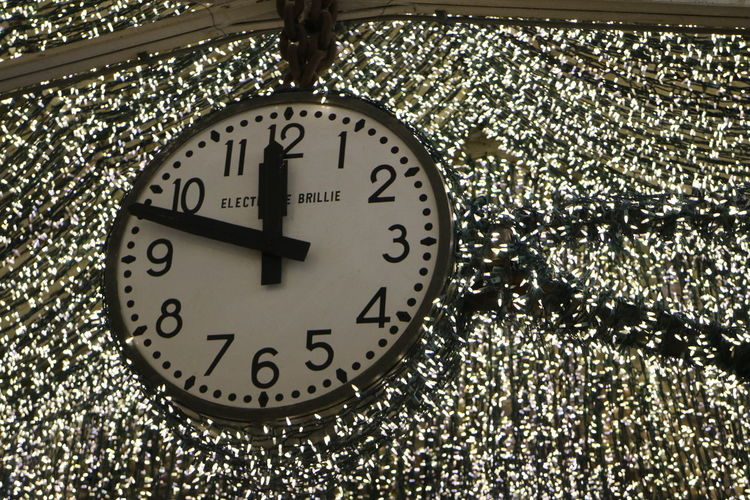 Clock Time Number Indoors  Instrument Of Time Minute Hand No People Clock Face Close-up Clock Hand Geometric Shape Circle Single Object Hour Hand Shape Wall - Building Feature Black Color White Color Focus On Foreground Wall Clock