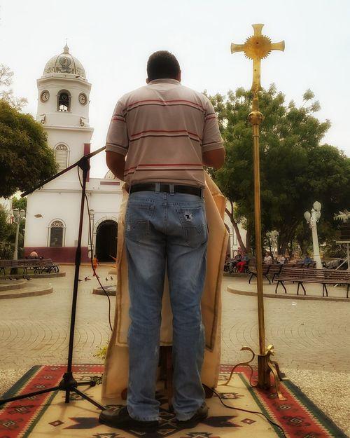 De misión en las plazas. Camino Neocatecumenal Neo Cat Plaza Plaza Bolivar Mision  Preaching Gospel Evangelizando Up Close Street Photography