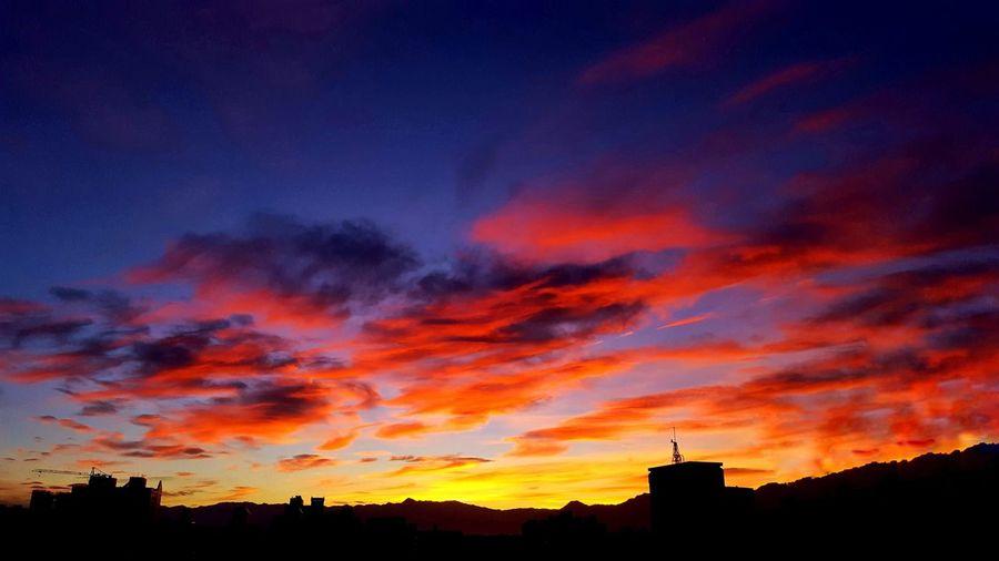 05:05 ⛅ 嫣紅的晨彩