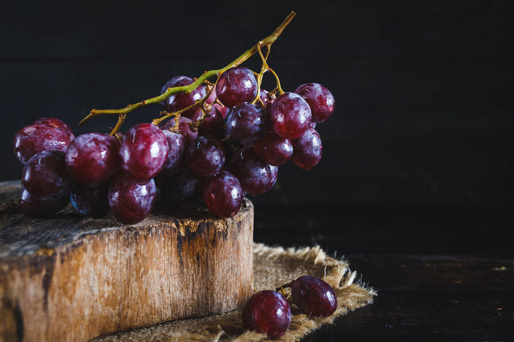 Bunch of grapes on wooden block
