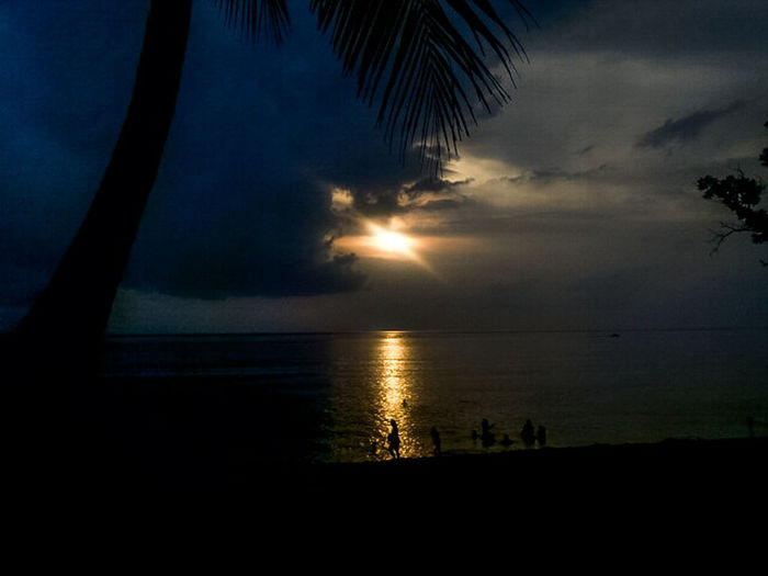 Sunset Enjoying The Sunset Seashore Beach The Essence Of Summer Naturelovers The Great Outdoors - 2016 EyeEm Awards Shadows & Lights Check This Out Simplicity Silhouette Silhouette_collection Eyeem Philippines Fresh On Eyeem  43 Golden Moments My Favorite Place