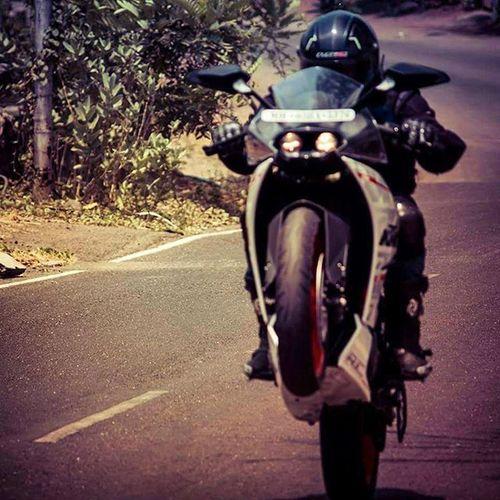 I would like to travel the entire world... But on 1 wheel... 😁😁 Ktm Ktmrc390 Ktmindia RC390 Readytorace MotorcycleDiaries Bikersofinstagram @ktm_india @ktmrcofficial @ktmworld.8 @kaatoom @iamabikerdotcom @ktm_avmotors Motorcycletales Wheelie