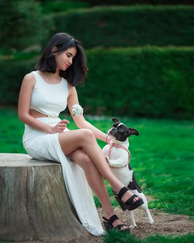 curious attracting flower Whiteflower Whiteflowerphotography Clavel Young Women Pets Full Length Friendship Women Sitting Dog Beautiful People Beauty Tree Lap Dog