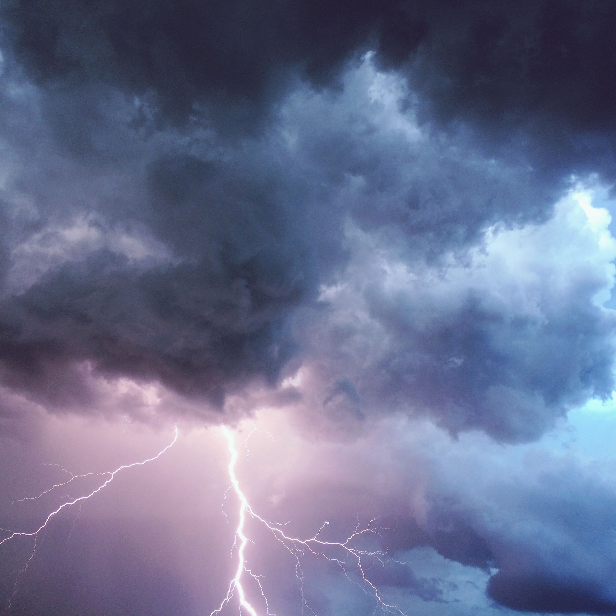 cloud - sky, sky, cloudy, weather, low angle view, storm cloud, overcast, beauty in nature, nature, cloudscape, cloud, scenics, tranquility, dramatic sky, atmospheric mood, power in nature, outdoors, dusk, no people, storm